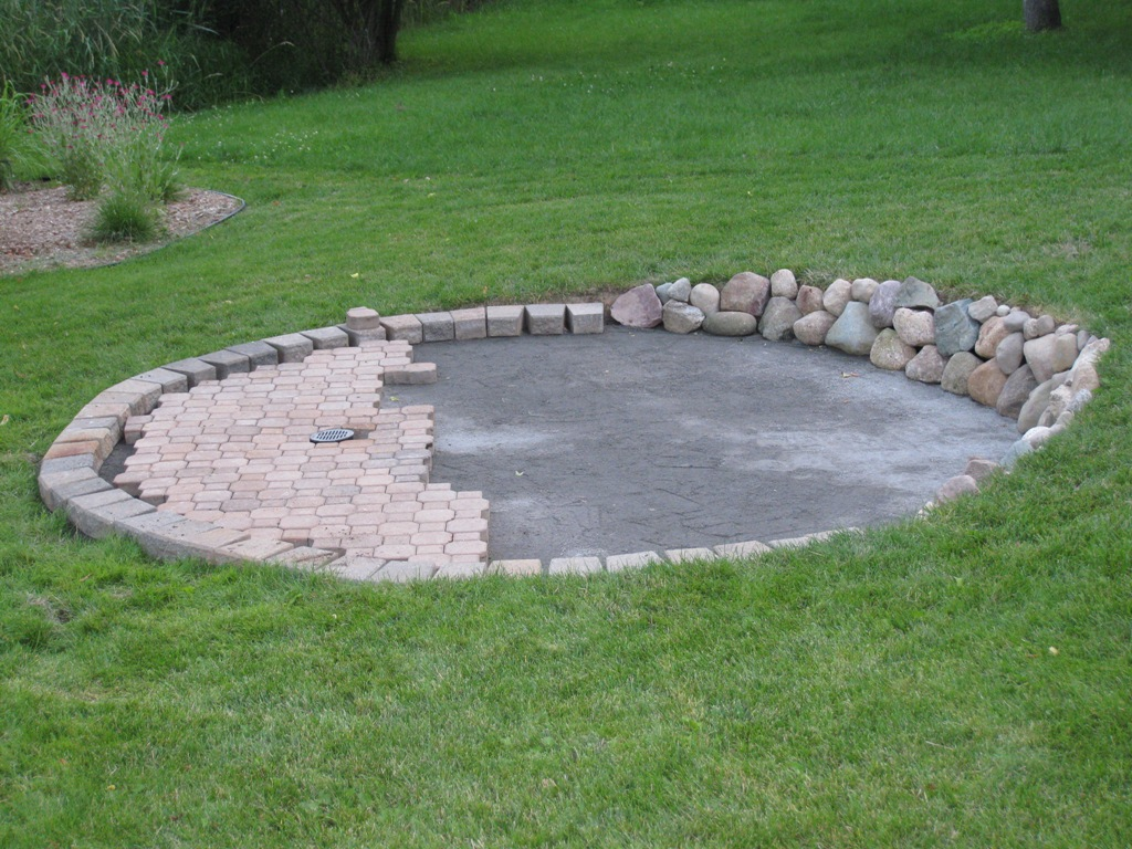 Mews patio paver base